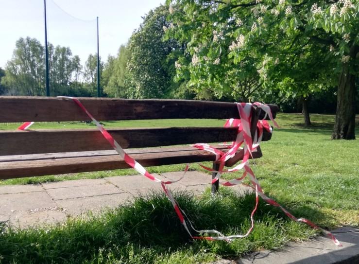 200504_09.09 park bench